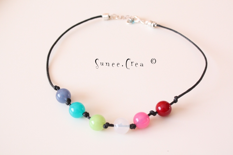 collier pétillant multicolore